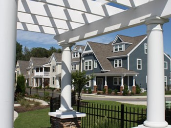 gables-at-the-riverfront-pergola-and-homes